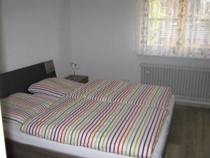 Ein Bett oder Betten in einem Zimmer der Unterkunft Ferienwohnung Huber