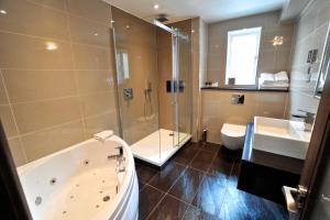 A bathroom at Frensham Pond Country House Hotel & Spa