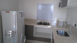A cozinha ou cozinha compacta de Loft Florianópolis no Campeche