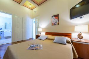 A bed or beds in a room at Villa Mediteran