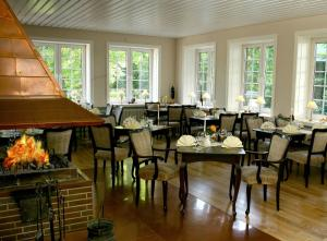 A restaurant or other place to eat at Bokel-Mühle am See