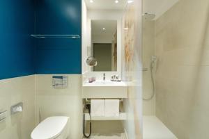 Ein Badezimmer in der Unterkunft Mercure Berlin Wittenbergplatz