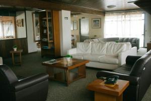A seating area at Hotel Tissiani Canela