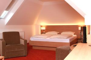A bed or beds in a room at TOP Hotel Goldenes Fass