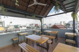 A restaurant or other place to eat at Meraki Boutique Hotel- Bùi Viện Street