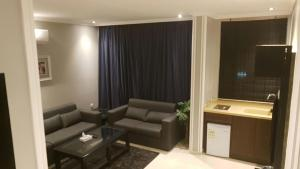Uma área de estar em Al-Hariri Suites