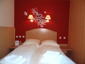 Łóżko lub łóżka w pokoju w obiekcie Hotel Atlantis