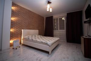 Кровать или кровати в номере Apartamenty na Karla Marksa