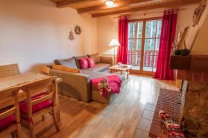 A seating area at Apartments Mariborsko Pohorje