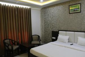 A bed or beds in a room at Hotel Celebration