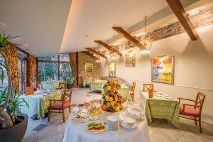 A restaurant or other place to eat at Grotthuss Boutique Hotel Vilnius