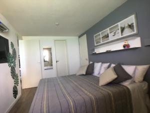 Cama ou camas em um quarto em Beira Mar Suite
