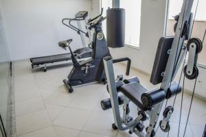 The fitness centre and/or fitness facilities at Mont Blanc Apart Hotel - Duque de Caxias