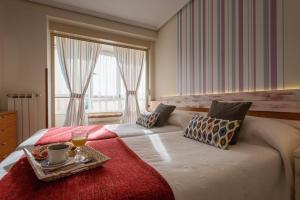 Cama o camas de una habitación en Apartamentos River Santander