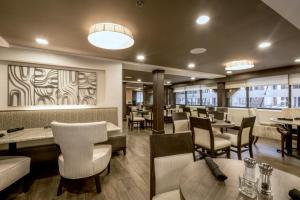 The lounge or bar area at DoubleTree by Hilton Montgomery Downtown