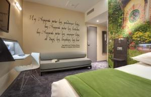 A bed or beds in a room at Hôtel Kyriad Rennes