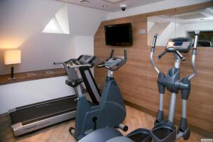 The fitness center and/or fitness facilities at H+ Hotel Lübeck