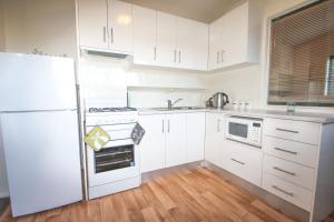 A kitchen or kitchenette at The Loft At Smoko Rise