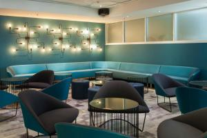 The lounge or bar area at Metro Aspire Hotel Sydney