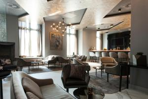 The lounge or bar area at Park Plaza Nuremberg