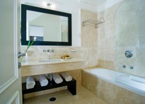 A bathroom at Albergo Palazzo Decumani