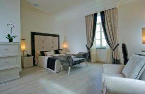A bed or beds in a room at Albergo Palazzo Decumani