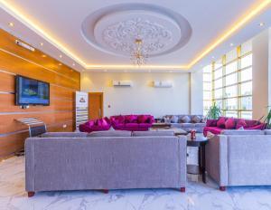 O saguão ou recepção de Akdal Alarabia Aparthotel