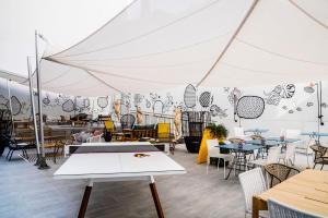 Un restaurante o sitio para comer en ibis Styles Barcelona City Bogatell