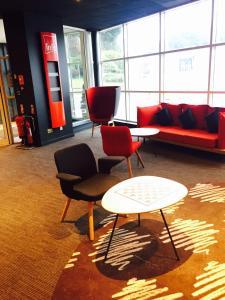 A seating area at ibis Leeds Centre Marlborough Street
