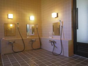A bathroom at Resort Inn Murata