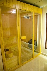 Um banheiro em Jubail Inn
