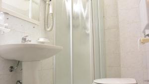 A bathroom at Hotel Mignon