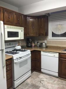 A kitchen or kitchenette at DC Gem