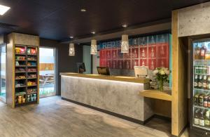 The lobby or reception area at ibis budget Glasgow