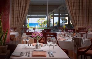Restauracja lub miejsce do jedzenia w obiekcie Rodos Palladium Leisure & Wellness