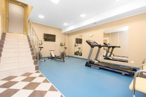 The fitness center and/or fitness facilities at Hotel Willa Flora