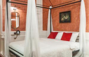 Кровать или кровати в номере InretroRed_byApartica