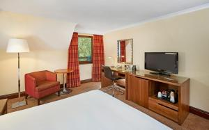 A television and/or entertainment centre at DoubleTree by Hilton Southampton