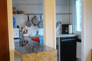 Кухня или мини-кухня в Holiday Touring