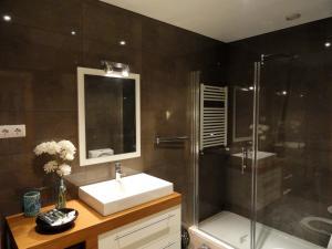 A bathroom at Portus Cale Apartment