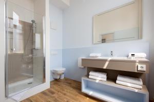 A bathroom at Jugendherberge Berlin Ostkreuz