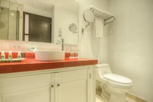 A bathroom at Hotel Monterrey