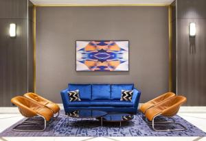 A seating area at Hilton Miami Downtown