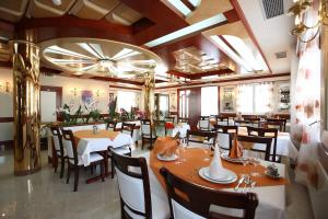 A restaurant or other place to eat at Hotel Trogir Palace
