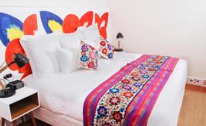 A bed or beds in a room at El Retablo