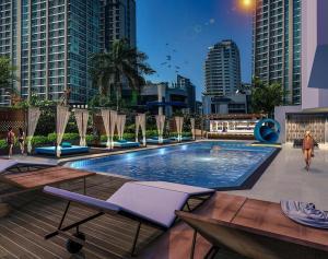 The swimming pool at or near Mercure Bangkok Sukhumvit 11