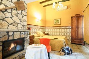 Un restaurante o sitio para comer en Hotel Rural Albamanjon