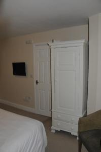 A bed or beds in a room at The Sydney Arms
