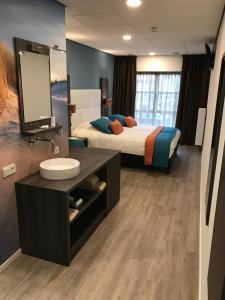 Een badkamer bij Rivers Hotel