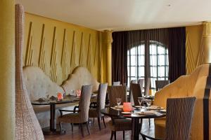 Ein Restaurant oder anderes Speiselokal in der Unterkunft Sofitel Legend Old Cataract